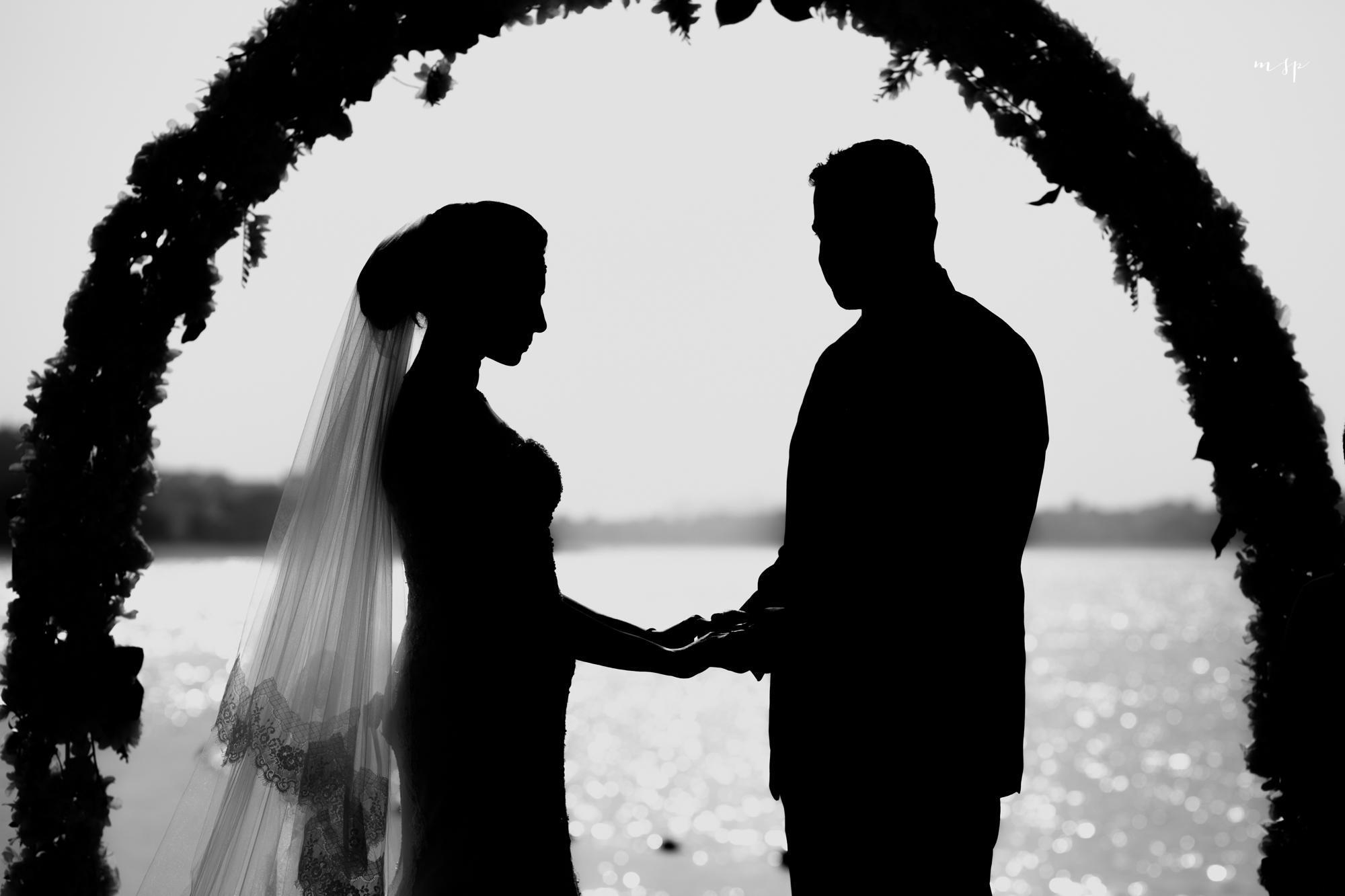 شیوه احترام به مهمانان توسط عروس و داماد