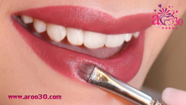 آرایش کردن لب برای زیباتر شدن لبخند